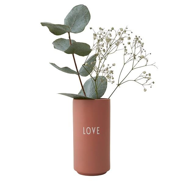 Favorit vase LOVE i nude fra Design Letters